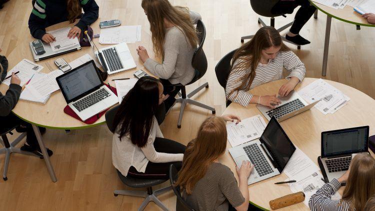 Eleverne fra Lyngs laver gruppearbejde